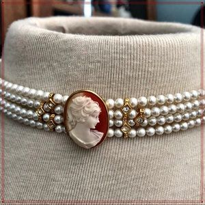 Jewelry - 🎀Pretty Vintage Inspired Pearl & Cameo Choker🎀